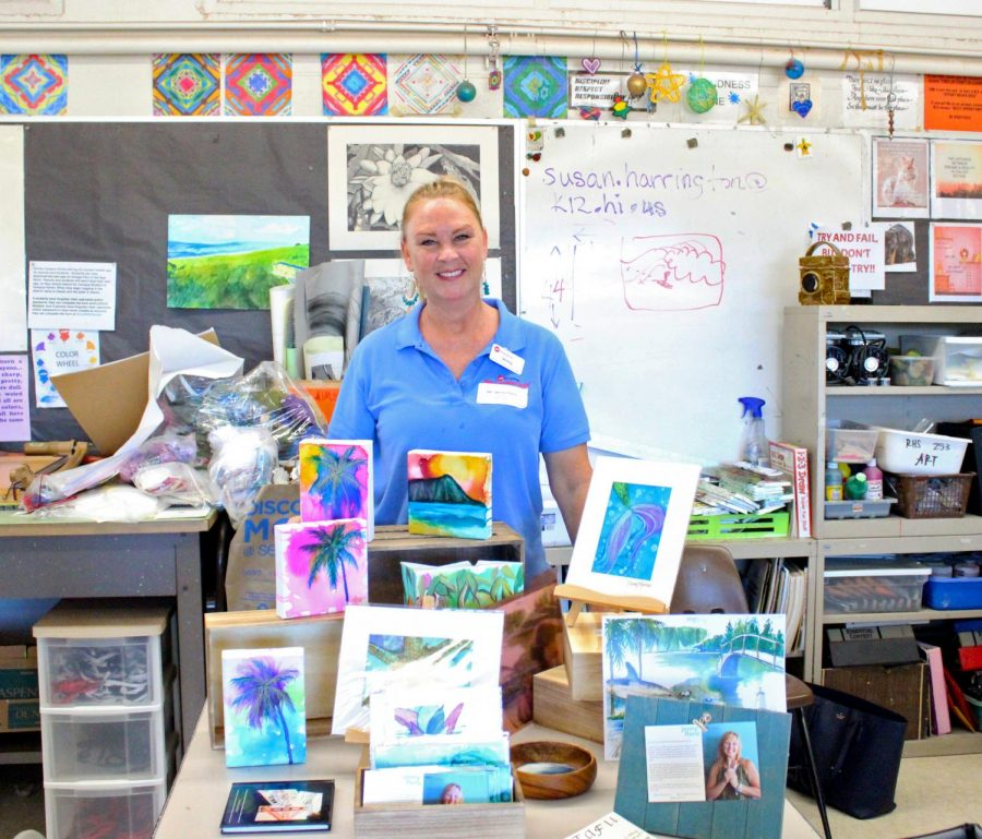 Jenny+Floro%2C+an+Artist+for+HouseMart+Ben+Franklin+Crafts+presented+her+paintings+in++Fine+Arts+teacher+Susan+Harrington%E2%80%99s+room.